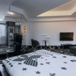 Black and White - Hotel Arka