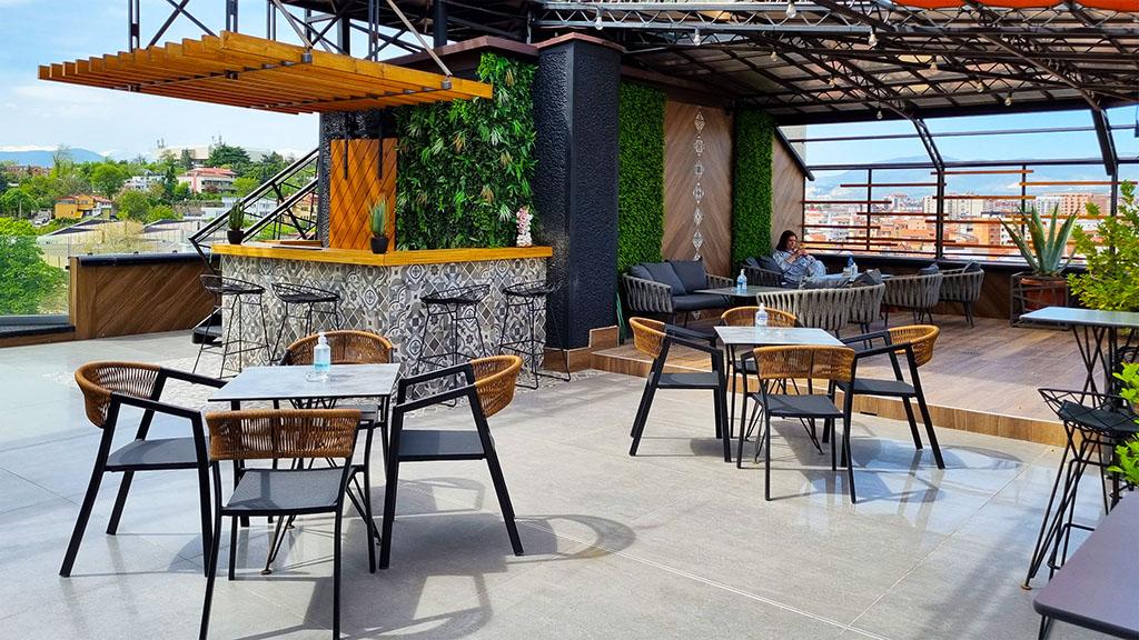 Rooftop bar hotel Arka